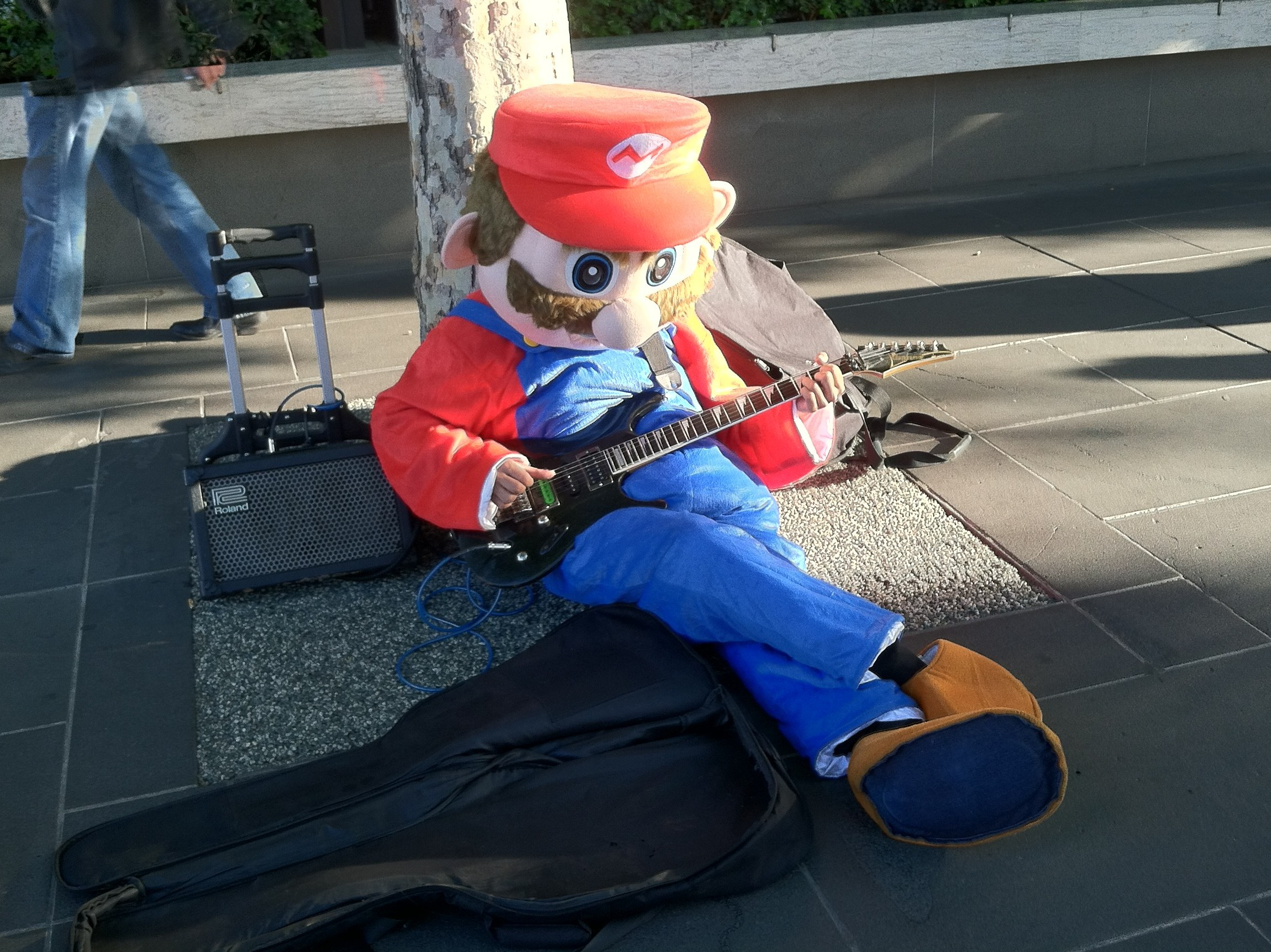 Mario playing Metallica and Pink Floyd) in Melbourne